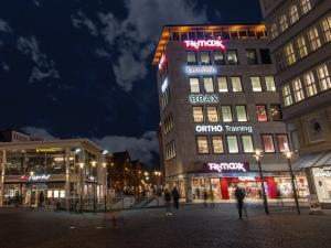 Leuchtbuchstaben - Jahnplatz weniger licht