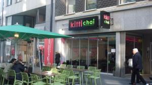 Leuchtbuchstaben - Kitti Chai